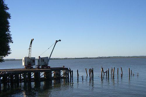 Frigorifico Anglo: So ruhig wird es an der Anlegestelle wohl nicht mehr lange sein / Foto: Peter Collins, CC BY SA 2.0, flickr