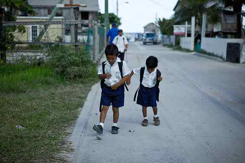 Schulkinder in Belize / Istuck, flickr