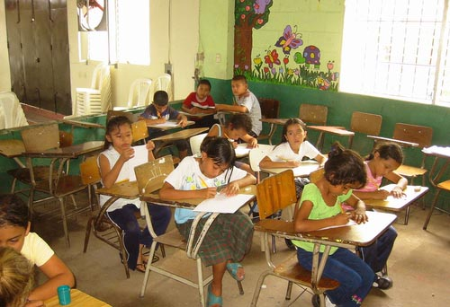 Schule in El Salvador / smithfisher, flickr