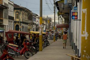 Straßenszene in Iquitos (2011) / LauraGaceo, Flickr