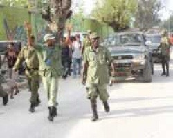 Militärs Ende März. Foto: http://www.hpnhaiti.com/site/index.php?option=com_content&view=article&i...