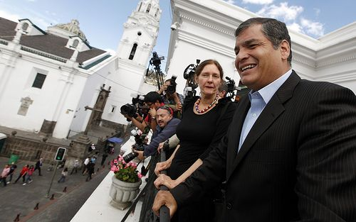 Assanges Mutter Christine in Ecuador zur Audienz bei Präsident Correa (August 2012) / Presidencia de la República del Ecuador CC BY-NC-SA 2.0 Flickr