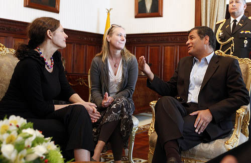 Christine Assange, Mutter von Julian Assange bei einer Audienz mit Ecuadors Präsident Correa am 2. August 2012 / Presidencia de la República del Ecuador /CC BY-NC-SA 2.0, Flickr