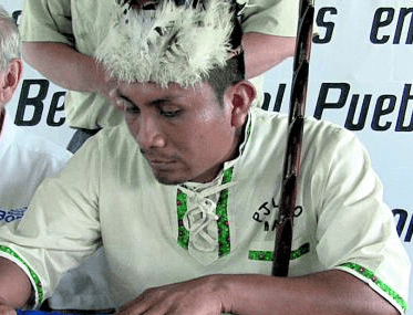 Bald ist der Kopfschmuck weg: Noch-König Alexis Santana. Foto: Pulsar