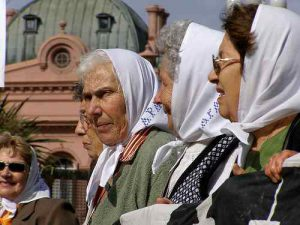 madres plaza de mayo / Foto: subcomandanta, CC BY NC SA 2.0, flickr