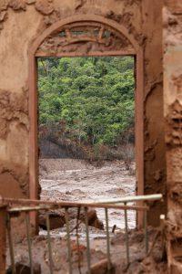 Der Ort Bento Rodrigues in der region Mariana kurz nach dem Unglück. Foto: Flickr/Rogério Alves/TV Senado (CC BY 2.0)