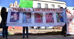 Die Angehörigen suchen seit Wochen verzweifelt nach den Verschwundenen. Foto: Desinformémonos