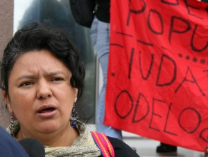 Berta Caceres protestiert gegen Modellstädte