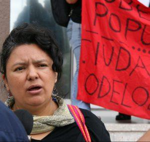 Berta Cáceres protestiert 2013 gegen Modellstädte