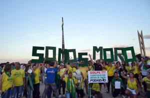 Demonstrant*innen in Brasilia für eine Amtsenthebung Rousseffs. Foto: Wilson Dias/Agência Brasil (CC BY 3.0 BR)