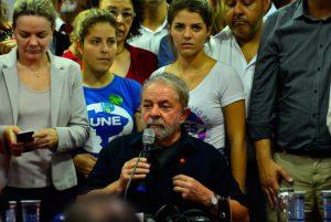Der brasilianische Ex-Präsident Lula da Silva gibt nach seinem Verhör eine Erklärung ab. Foto: Rovena Rosa/Agência Brasil