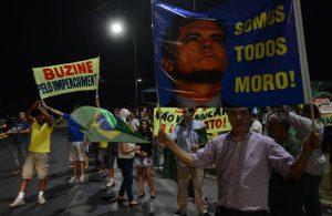 Brasília - Regierungsgegner*innen demonstrieren vor der Obersten Wahlbehörde STF. Foto: Wilson Dias/Agência Brasil  (CC BY 3.0 BR)