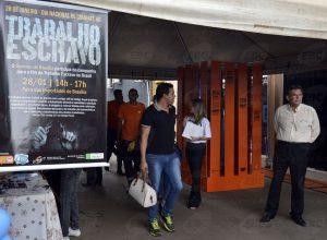 Brasília - No Dia Nacional de Combate ao Trabalho Escravo, a Secretaria de Justiça e Cidadania (Sejus) do DF realiza ação de prevenção ao trabalho escravo, na Feira dos Importados (Valter Campanato/Agência Brasil)