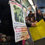 Aktion in der Metro gegen Gewalt gegen Frauen