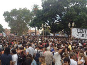 Kein Durchkommen mehr auf der Plaza de Mayo. Foto: poonal