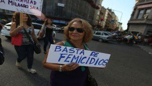 Frauen demonstrieren am 8. März in der argentinischen Hauptstadt Buenos Aires gegen Femizide.