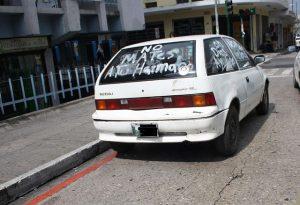 """""""Töte nicht deinen Bruder"""" steht auf der Heckscheibe dieses guatemaltekischen Autos / Foto: Surizar, CC BY-NC 2.0"""