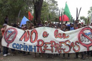 Protestaktion gegen das Wasserkraftwerkprojekt Agua Zarca in Honduras Quelle: 1.bp.blogspot.com Lizenz: CC by-nc-sa 3.0