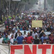 Tausende Lehrkräfte demonstrieren