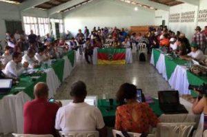 Vertreter*innen von Regierung und Streikenden verhandeln über Sicherheitsgarantien für soziale Bewegungen. Foto: Congreso de los Pueblos (CC-BY-4.0)