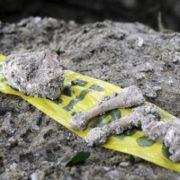 Fährtensuche: Funde geheimer Gräber gehen weiter