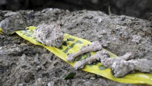 Eines von Dutzenden geheimen Gräbern in Mexiko. Foto: telesur