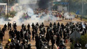 Räumung der Autobahnblockade bei Nochixtlán. Foto: Democracy Now (CC BY-NC-ND 3.0 US)
