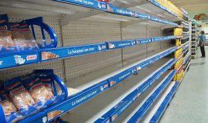 Leere Regale im Supermarkt / Foto: Franziska Bruder
