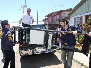 Chilenische Behörden bei der Schließung eines Community-Radios im Raum Concepción / Foto: ECO