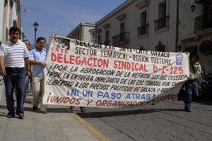 Protestierende Lehrer*innen in Oaxaca. Bild: Knut Hildebrandt