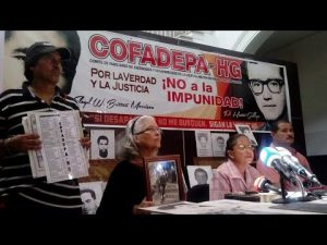 Maritza Maestre (am Mikrofon) bei einer Pressekonferenz des Cofadepa-HG / Foto: youtube.com
