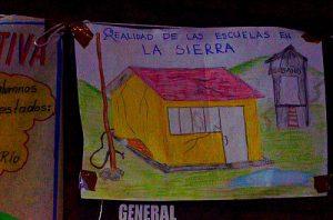 """""""Die Realität in den Schulen der Sierra"""" steht auf dem Bild, Foto: Marysol, cc-by-sa-2.0"""
