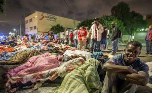 Überfüllte Flüchtlingsunterkünfte: Haitianische Geflüchtete in müssen in Tijuana auf der Straße übernachten / Foto: cuaro oscuro