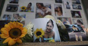 Fotos erinnern an die ermordete Studentin Deyanira Urritia. Foto: Desinformemonos