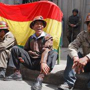 Trotz Protesten sitzt Morales fest im Sattel