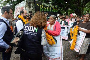 Eine Delegation der CIDH besucht die Hinterbliebenen der Verschwundenen von Ayotzinapa. Foto: Flickr/Daniel Cima (CC BY 2.0)