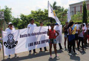 Aktivist*innen protestieren vor dem Justizgebäude in Managua gegen Frauenmorde. Foto: Cimac/Nelson Rodriguez