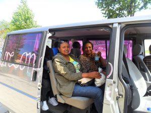 Frauen im Auto