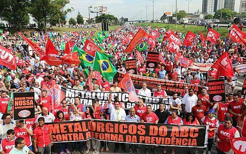 Proteste gegen die geplanten Reformen bei Rente und Arbeitsrechten