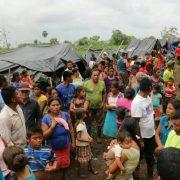Vertriebene hängen an der Grenze fest