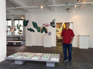 Alfredo López in der Ausstellung Huellas de la memoria - Spuren der Erinnerung / Foto: Jessica Zeller