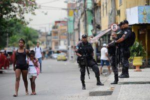 Befriedend? Soldaten der Militärpolizei bei ihrem Einsatz in der Favela Maré im Norden von Rio / Foto: Tomaz Silva, Agencia Brasil, CC BY-NC-SA 2.0