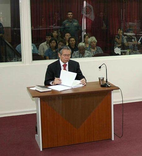 Peru_Fujimori 2008 während des Prozesse - Von Iamtheboo - Eigenes Werk, CC BY-SA 3.0,.jpg