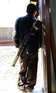 Bewaffnete (Sicherheits)leute gibt es in Guatemala jede Menge / Foto: hueso2009, cc-by-nc-sa-2.0