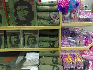 Das Konterfei des argentinisch-kubanischen Guerilla-Kämpfers ist auch ein gutes Geschäft / Foto: Quim Gil, cc-by-sa-2-0