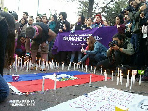 Kerzen für die in Haft verstorbene Haitianerin Joane Florivil / Foto: twitter piensa prensa/@panbecerra