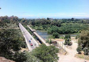 Talca - Einfahrt in die Stadt über den Fluss Río Claro / Foto: Tomas J. Sepulveda, cc-by-2-0