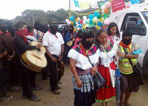 Die indigene Präsidentschaftskandidatin Marichuy zu Beginn ihrer Rundreise, um die 800.000 Unterschriften zu sammeln / Bildquelle: Desinformemonos