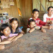 Von den Alten lernen: Kinder besuchen Sprachkurse in Cocama