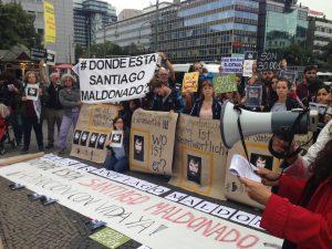 Wo ist Santiago Maldonado? Demonstranten in Berlin vor der argentinischen Botschaft, im September 2017 / Foto: Jessica Zeller